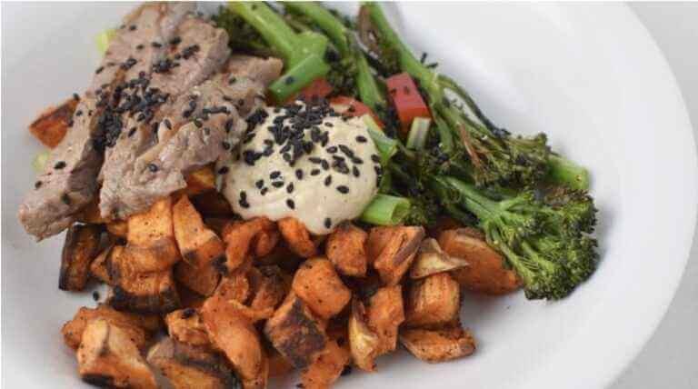 Stek z warzywami w sosie Tahini i kryształem CBD