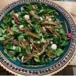 Sałata z boczniakiem i prażonymi nasionami konopi Alba Hemp