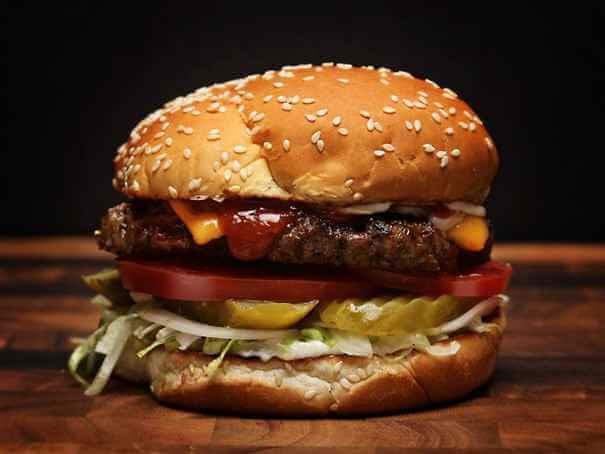 Read more about the article Burger wołowy z olejem CBD Alba Hemp